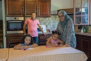 Les visages de la famille ont été floutés pour préserver leur sécurité. ©Franck Alix