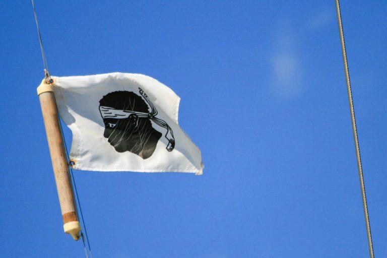 Faut-il inscrire la Corse dans la Constitution? Et l'Occitanie?