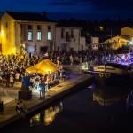 Concerts et guinguettes aux bords de l'eau, l'art de la convivencia