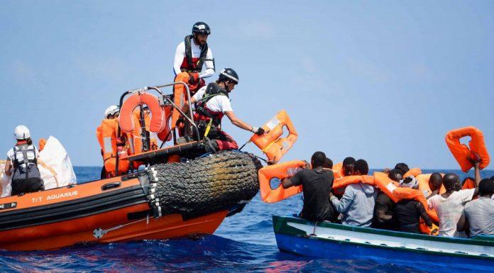 Des migrants pris en charge par l'Aquarius le bateau de l'ONG SOS Méditerrannée