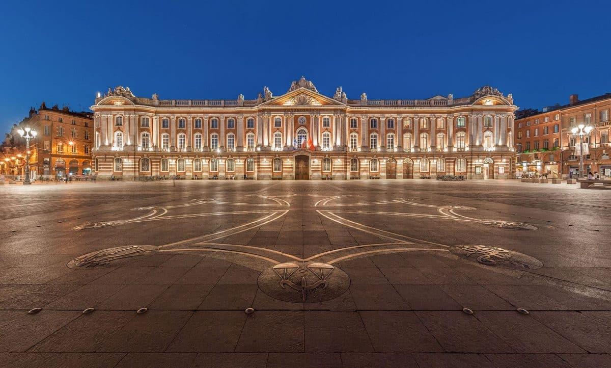 Toulouse place du Capitole de nuit
