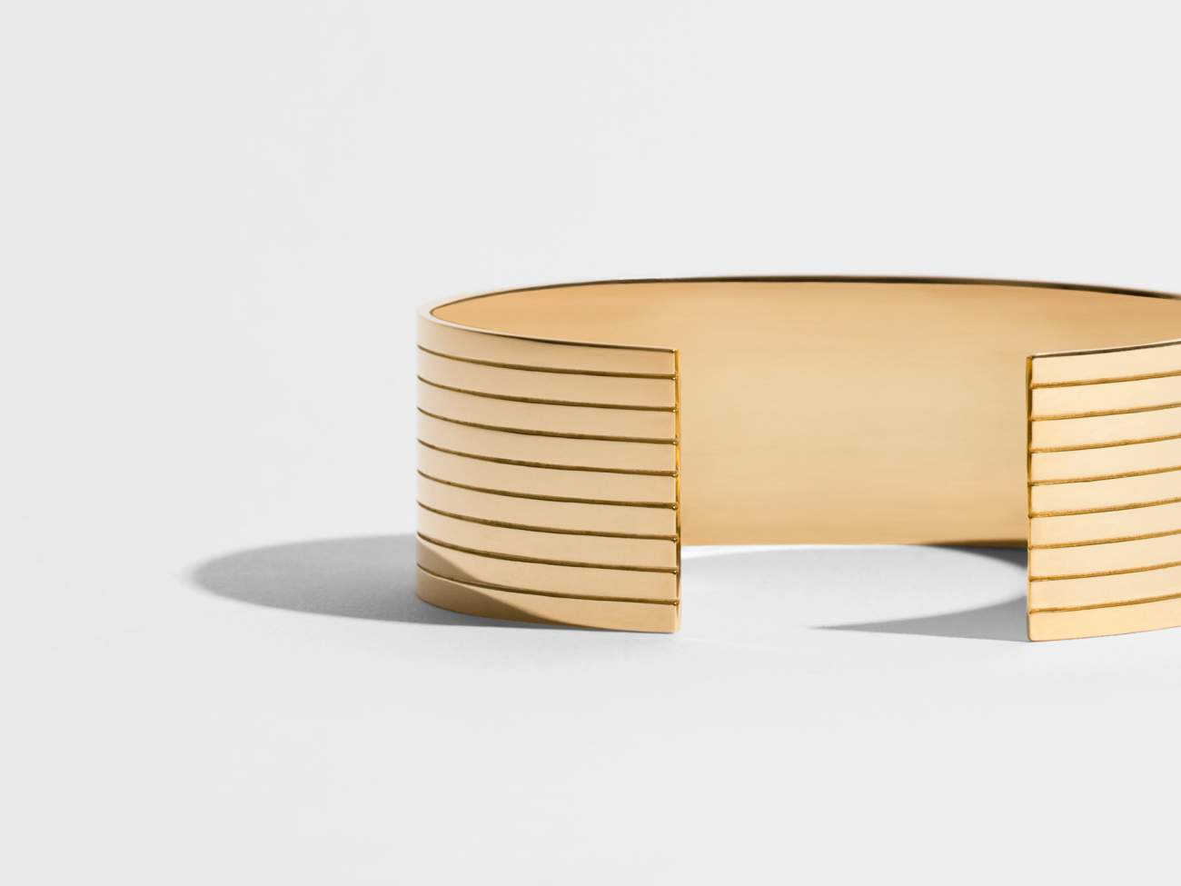 JEM_C07_BY04_collection_sillons_or_manchette_ethique_fairmined_ethical_gold_cuff-©Iris-Rey