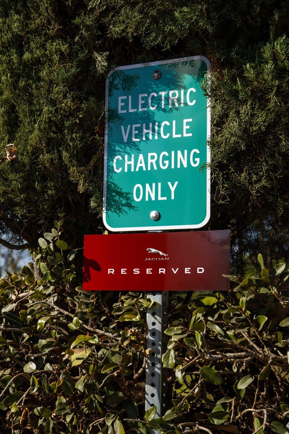 Panneau américain voiture électrique