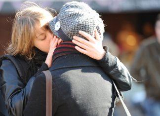 Kiss-in Jules et Julies à Toulouse2 © Guillaume Paumier