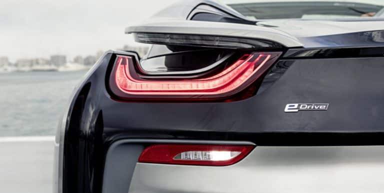 BMW i8 Roadster, puissance et écologie, cheveux au vent