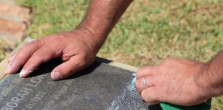 cemetery_grave_care_urn_tomb_clean-747496.jpg!d (1)