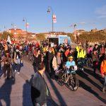 Des Toulousains marchent pour un Pont-Neuf sans véhicules motorisés