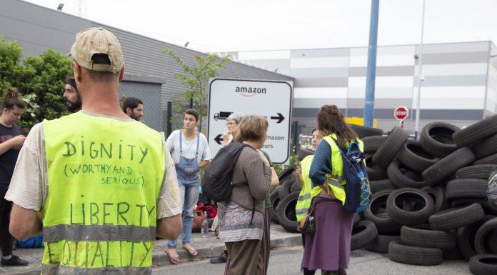Des militants bloquent Amazon