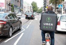 Les livreurs d'Uber Eat et de Deliveroo de Toulouse sont appelés à faire grève et cesser les commandes des plateformes numériques ce vendredi 30 octobre ©Franklin Heijnen