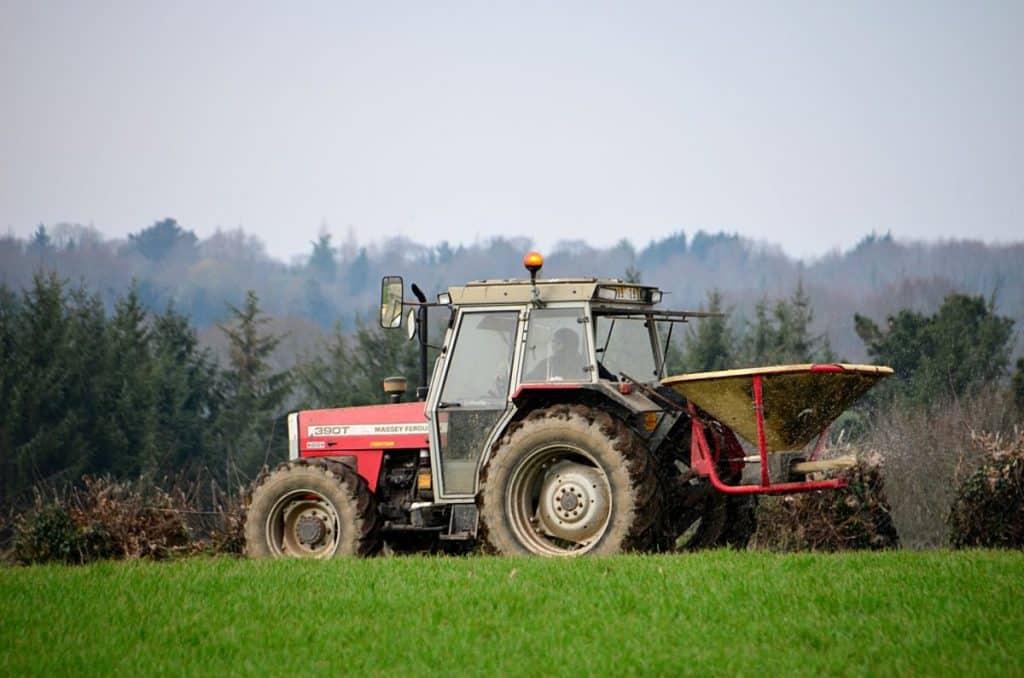 tracteur aux champs