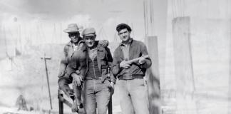 Abdallah Zidelmal sur un chantier de construction à Toulouse, années 1960.-