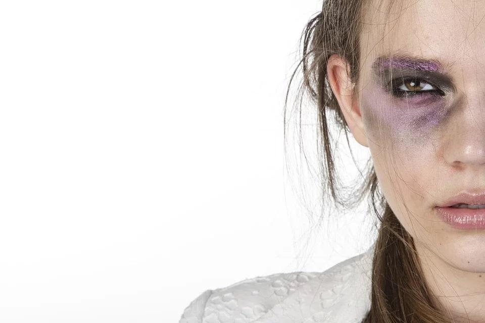 femme battue violence © Engin_Akyurt