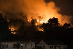 Quelque 600 pompiers sont déjà mobilisés sur les incendies en cours depuis lundi 16 août dans l'Aude. Le Gers envoi des renforts. ©Lithgowlights-Wikimedia