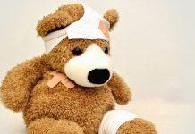 enfant maltraités peluche bandage