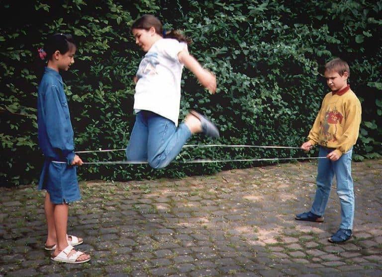 Confinement: Les grands classiques de la cour de récré pour faire de l'exercice avec ses enfants
