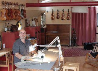 Yves Descloux luthier péniche©YvesDescloux