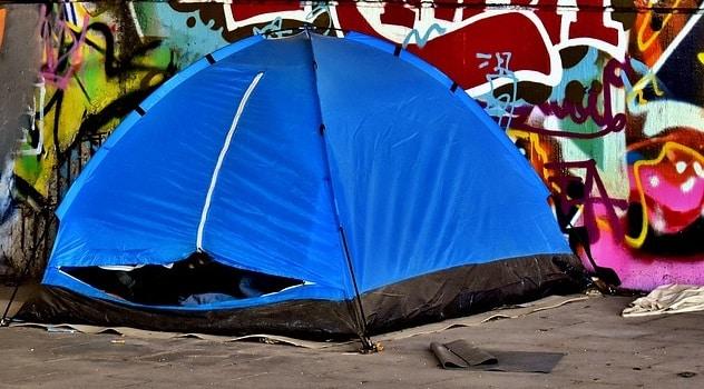 Campement de sans-abris CC by Alexas Fotos