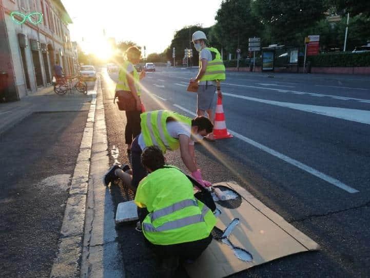 """ANV-COP21 trace des """"pistes cyclables clandestines"""" à Toulouse"""