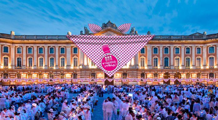 Le banquet géant de 2019 sur la place du Capitole ©Toulouse à table