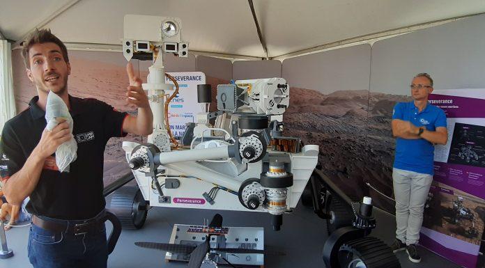 Le rover Perseverance et l'hélicoptère Ingenuity en taille réelle dans les jardins de la Cité de l'espace