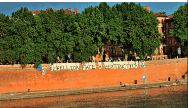 Action de Extinction Rebellion Toulouse et Youth For Climate Toulouse