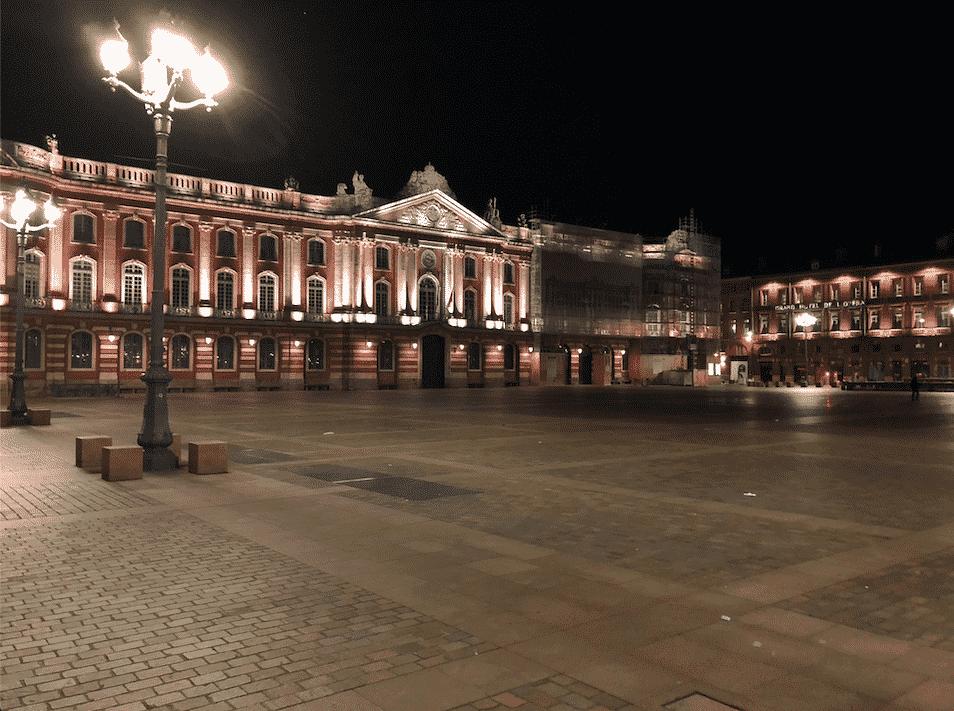 Place du Capitole pendant le couvre-feu / Léo Molinié