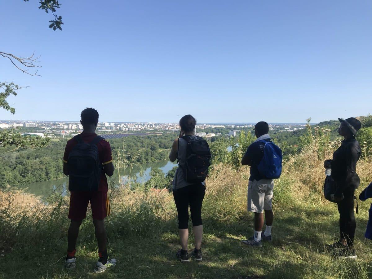 Honorine, Jean et Naby, réfugiés, découvrent Toulouse d'un autre point de vue grâce à Sportis