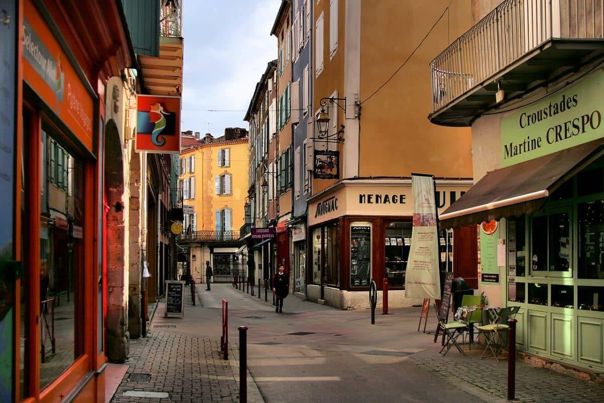 Foix commerces Ariège dimanche