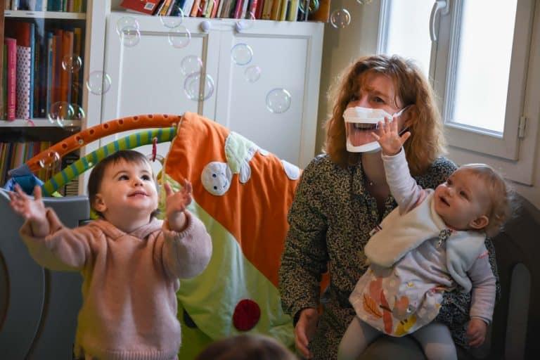 Toulouse. Des masques transparents distribués aux personnels des crèches