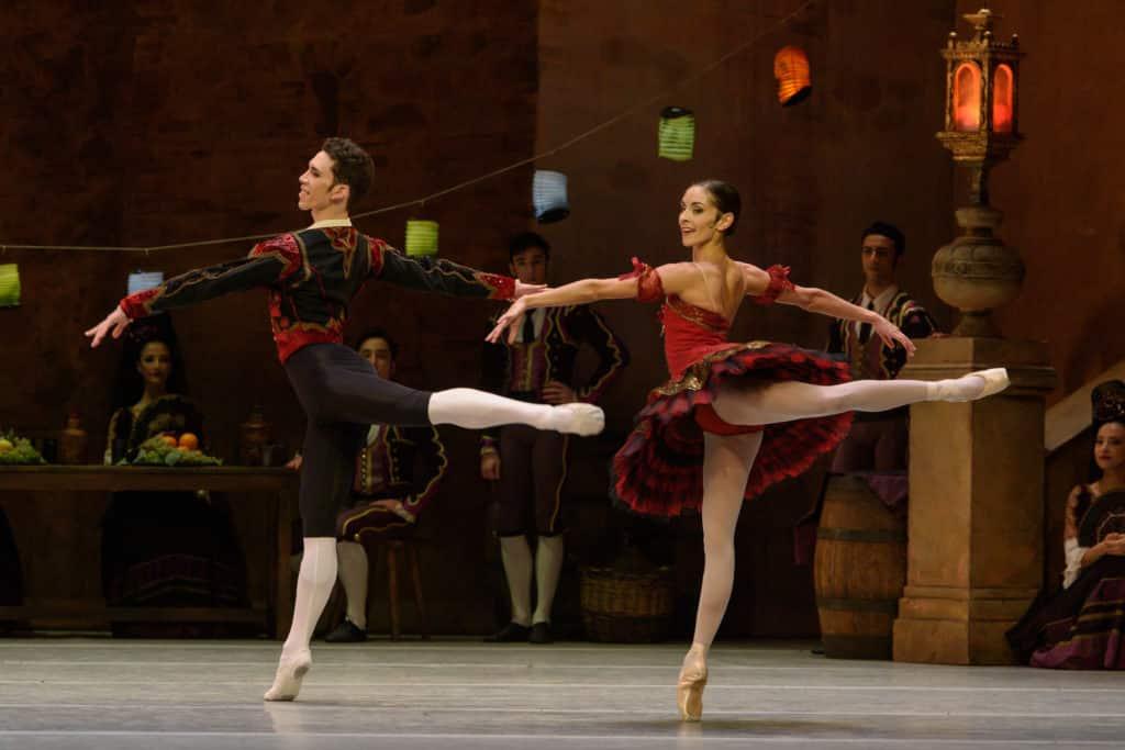 Don-Quichotte-Ramiro-Gomez-Samon-Basilio-et-Julie-Charlet-Kitri-crédit-David-Herrero-1024x683