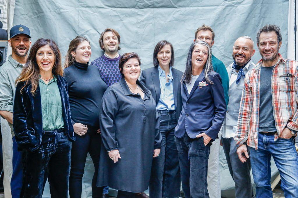 L'équipe des commerçants de La Bonne idée, avec Katie Nat et Jérôme Sion, leurs fondateurs, à Toulouse ©heleneperry et anakenaproductions