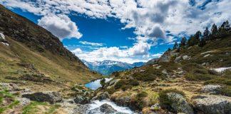 Coulée d'eau dans les montagnes en Andorre