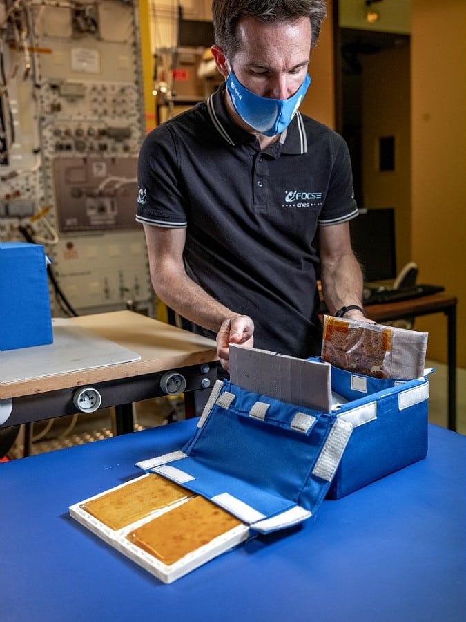 La trousse d'emballage comestible développée par le Cnes de Toulouse fera le régal de Thomas Pesquet sur l'ISS ©Cnes