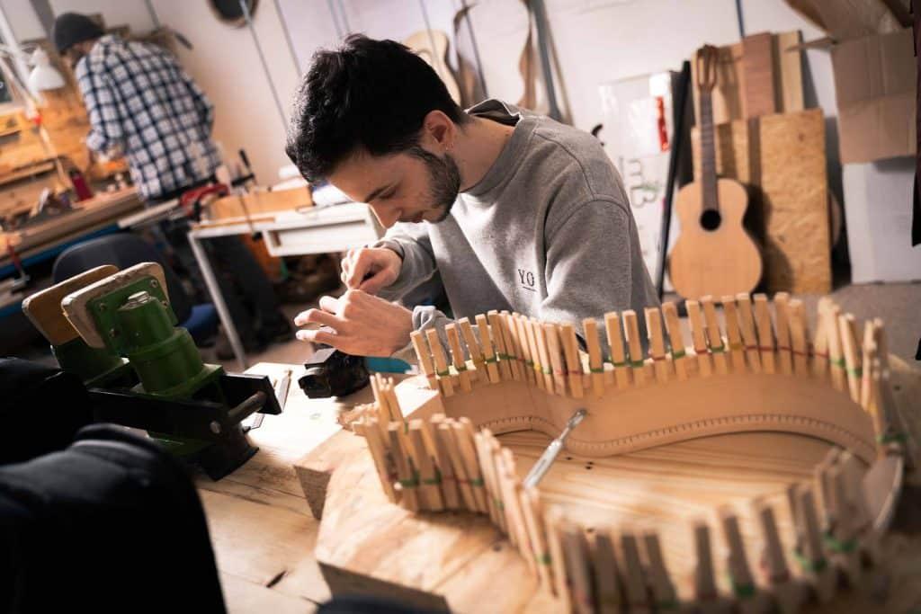 John Melis Luthier Toulouse art