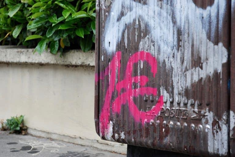 Navyr, graffeur des 1 euro : « On déteste le street art, on vient tout dégueulasser »
