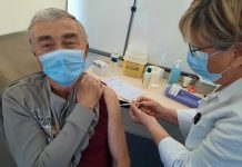 Injection de la 10000e dose de vaccin au CHIVA