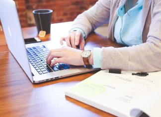 Tout ce qu'il faut savoir sur le dispositif de chômage partiel pour les parents et salariés ne pouvant pas télétravailler ©PxHere