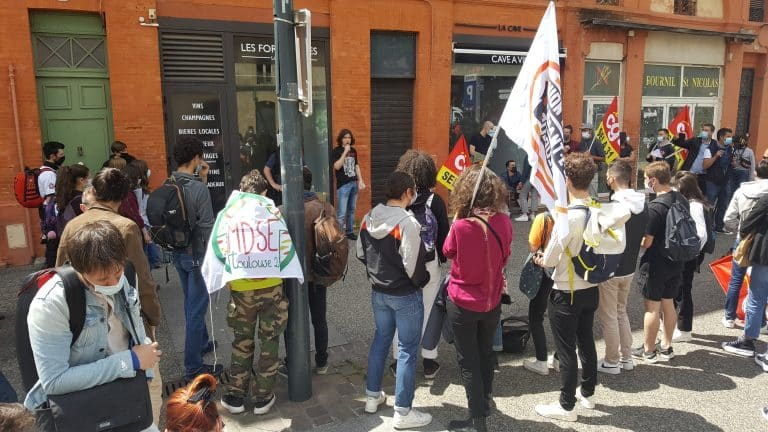 Blocage, manifestation… La mobilisation des lycéens contre le maintien des épreuves du bac se poursuit à Toulouse