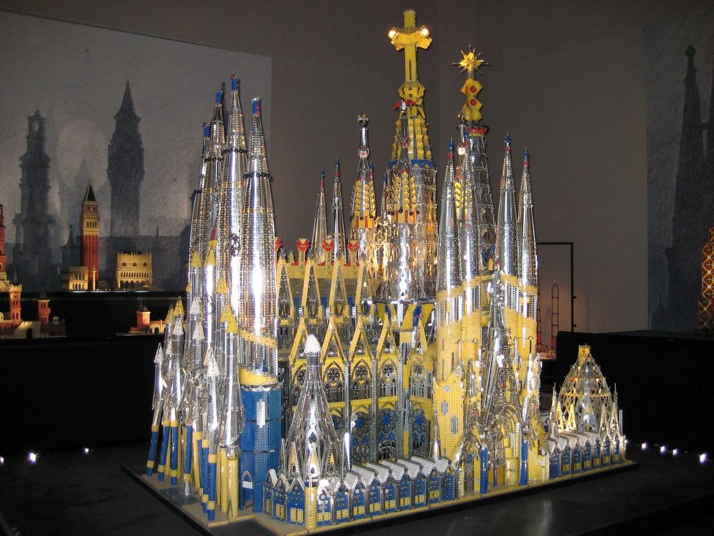 La maquette de la Sagrada Familia en Mecanno. ©Le Musée des jouets de Montauban