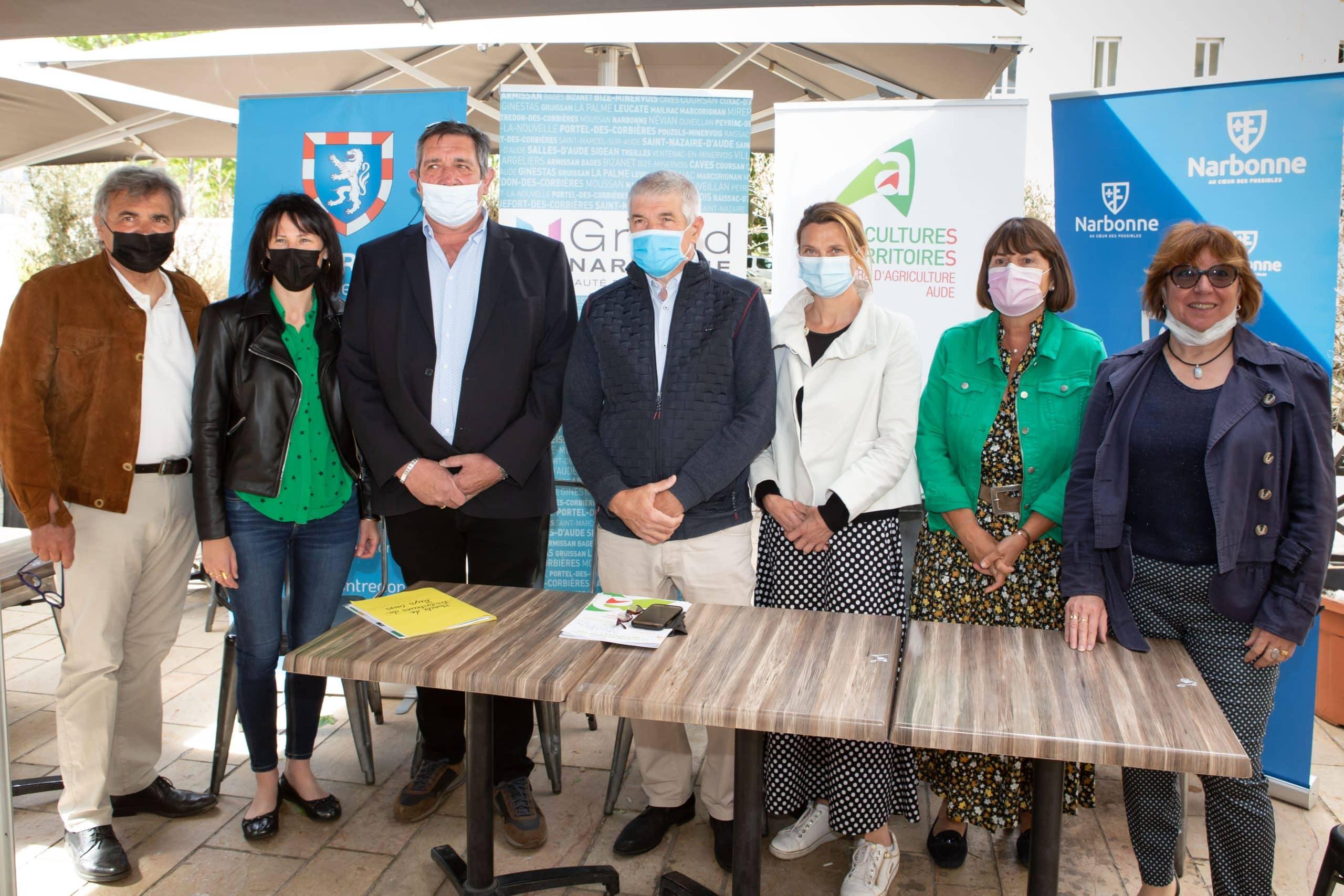 Les représentants de la ville de Narbonne, du Grand Narbonne et de l'association des marchés des producteurs du pays de l'Aude qui ont organisé ces évènements. ©Mairie de Narbonne