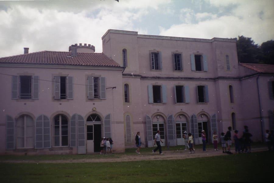 Le château de Nescus mis en vente par la ville de Paris. Général Renard CC BY 3.0