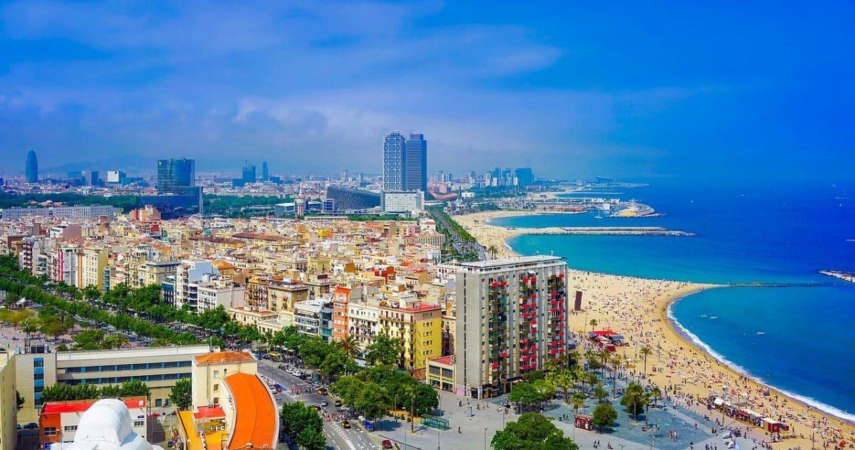 L'Espagne et Barcelone rouvrent leurs plages aux touristes vaccinés. Licence Pixabay