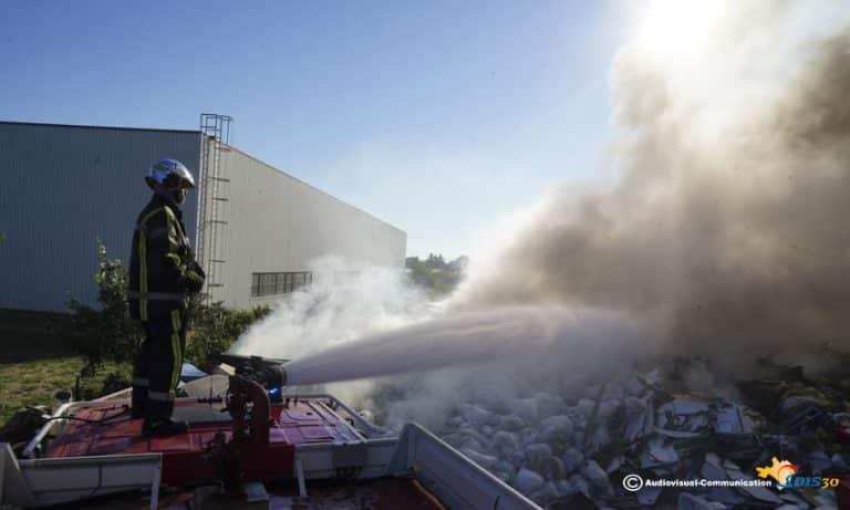 Gard. L'incendie d'une déchetterie à Milhaud est sous contrôle mais pas encore éteint