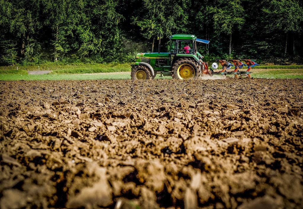 agriculture-champs-tracteur-agricole