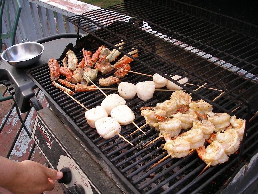 barbecue-viande-saucisses-feu