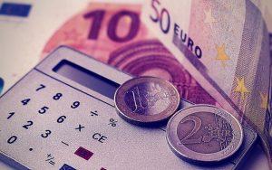 argent-calculer-euros-calculatricPlusieurs Toulousains figurent parmi les plus grosses fortunes de France selon le magazine Challenges./ CC BY / Dominic Smithe