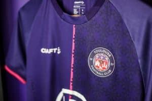 Le mercato d'été continu pour les Violets. Le TFC vient de recruter le défenseur Logan Costa en provenance du Stade Rennais. © twitter TFC