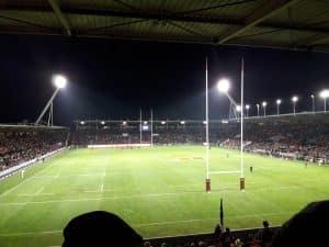 C'est de justesse que le Stade Toulousain a enchaîné une troisième victoire contre Montpellier. Les Rouge et Noir sont ainsi leaders du Top 14. Photo d'illustration. Crédit : wikimedia commons : CC BY SH F123