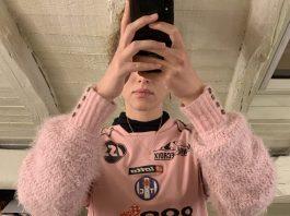La styliste danoise Nova Nørgaard a lancé une marque de vêtements originaux, qui lui ont été inspirés par un maillot du TFC