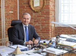 Le maire de Toulouse Jean-Luc Moudenc reçoit en moyenne 50 lettres par jour. Voici comment il parvient à répondre à chacune @MairieDeToulouse